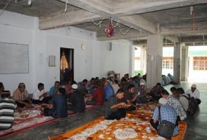 Pemateri dan peserta Diklat sedang makan siang di Dayah Ummul Ayman Pusat Samalanga