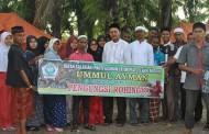 Serahkan Bantuan Kepada Pengungsi Rohingya