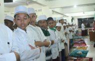 Santri Ummul Ayman Gelar Salat Ghaib Untuk KH Maimoen Zubair