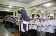 Santri Umaysa Gelar Salat Jenazah Ghaib Untuk Ibunda Bapak SBY